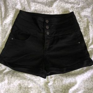 Black High-Waisted Short